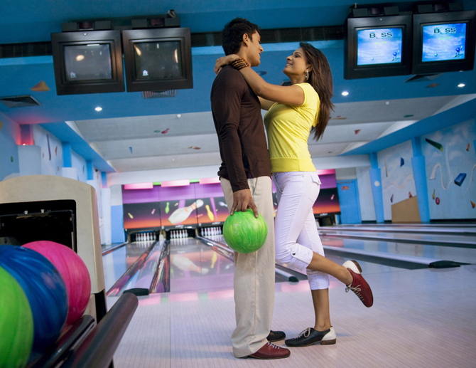 second-date-ideas-bowling