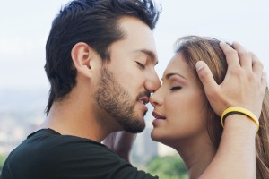10 Ways to Get a Guy to Kiss You